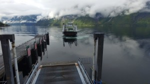 Færja kjøm inn fjorden,,Trandal færjekai